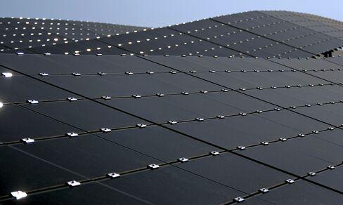 First Solar Cuts Sales, Profit Guidance in Reorganization