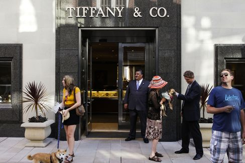 Tiffany Cuts Full-Year Profit Forecast After Earnings Trailed