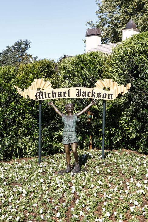 A scene from a 2009 NBC News segment, Inside Neverland Ranch.