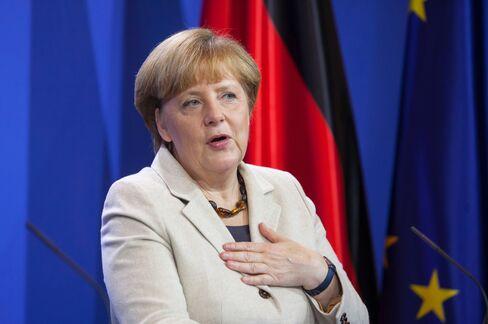 Merkel Cabinet Backs Clean-Energy Revamp to Slow Price Gains
