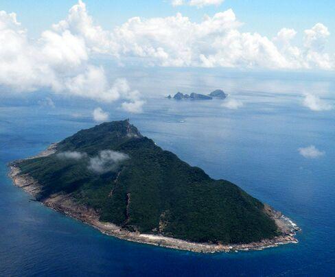 Japan Seeks Deeper U.S. Ties as Envoy Warns on Island Spat