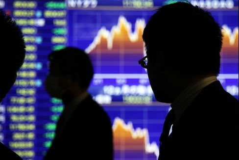 Abe Spurs Day Traders as Japan Stock Volatility Hits 2-Year High