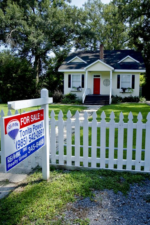 Sales of Existing U.S. Homes Probably Climbed Second Month