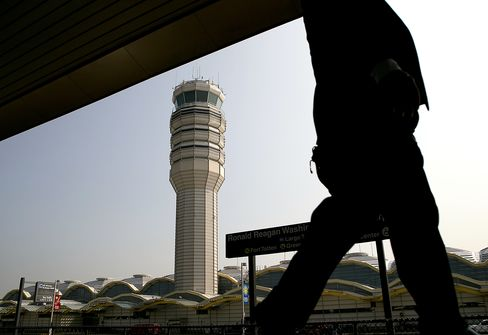 Pilots Left to Avoid Each Other If U.S. Closes Airport Towers