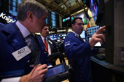 U.S. Stocks Rise as Jobless Claims, Earnings Offset Apple Slump