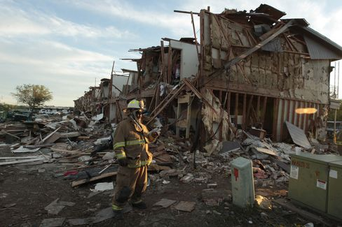 Searchers Find 12 Bodies at Site of Texas Fertilizer Explosion