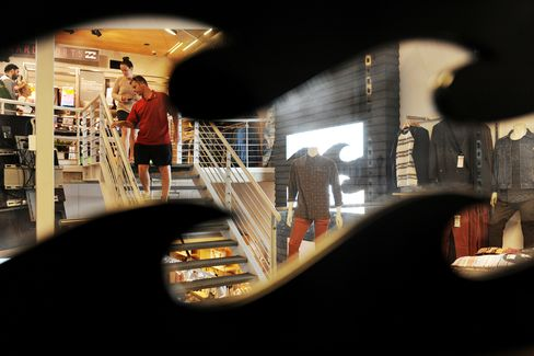 Billabong Debt Funds Seek to Delay Altamont's $294 Million Deal