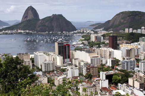 Brazil Government Debt Safer Than Goldman, Swaps Show