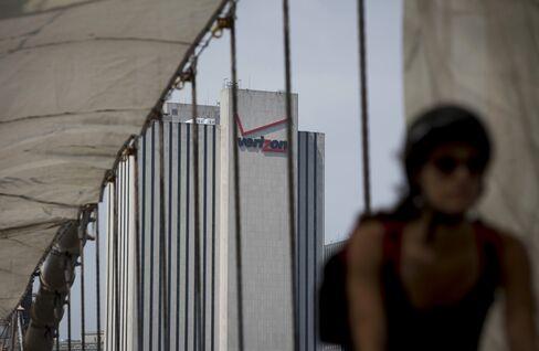 Verizon-Vodafone Advisers See No Labor Day Break to Finish Deal