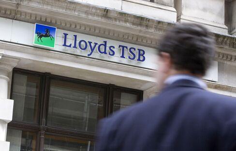Lloyds, RBS Among 14 U.K. Banks on Moody's Downgrade Review