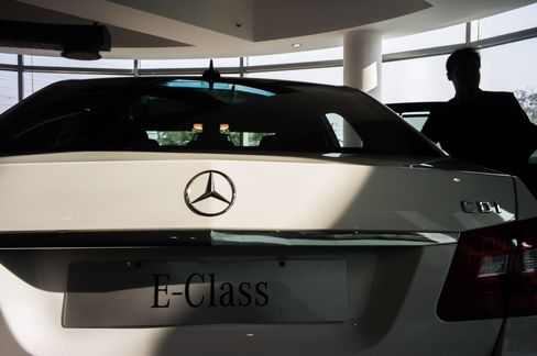 Mercedes Pursues BMW, Audi With Tech-Heavy Revamped E-Class Line