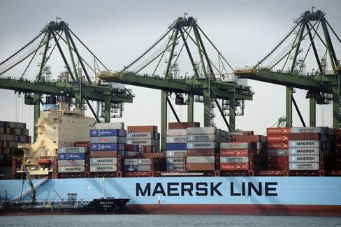 Christmas Cargo Boosts U.S. Rates as Europe Slumps