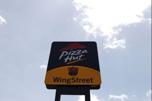 BofA Said to Seek $800 Million in Sale of Pizza Hut