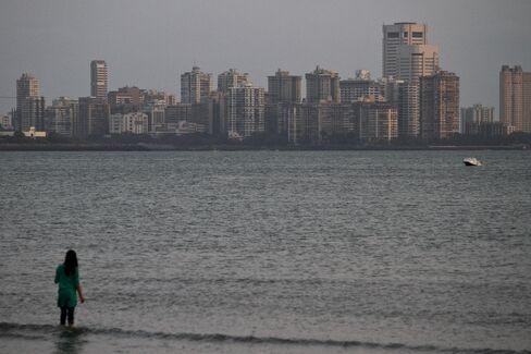 Mumbai Land Prices Set to Extend 15% Decline, Oberoi Realty Says