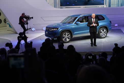 VW Shows Crossblue SUV to Challenge Ford Explorer in U.S. Market