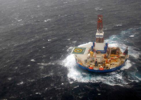 Shell Says Arctic Drilling Rig Kulluk Recaptured in Stormy Seas