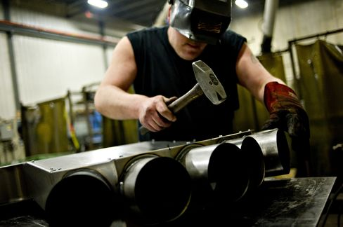 Economy in U.S. Eked Out Gain to End 2012 as Trade Gap Shrank