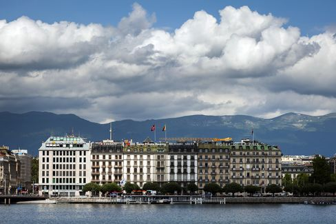 Geneva Sees Growth Warnings as Traffic Jams Impede Appeal