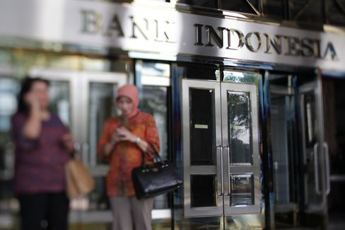 Ex-Bank Indonesia Deputy Says She's Suspect in Bribery Case