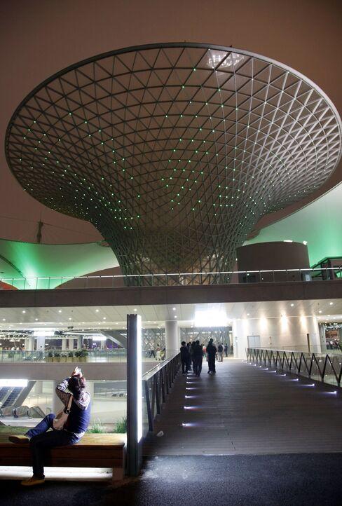 Shanghai's Expo Breaks World Record as 70 Million Visiters