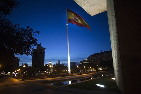 Spain's 10-Year Yield Falls Below Italy's, First Time Since 2012