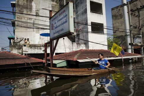 Yingluck Warns of Widespread Flooding in Bangkok