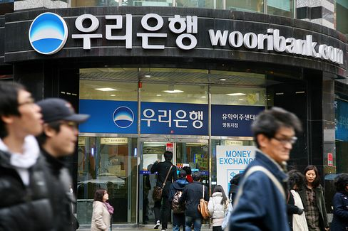 Korean Buyout Funds Revive Woori Sale After Banks Withdraw