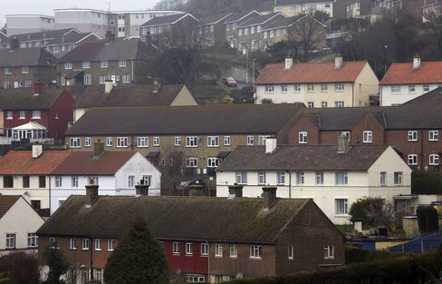 London Commuter Towns Aided by Osborne as IMF Warns