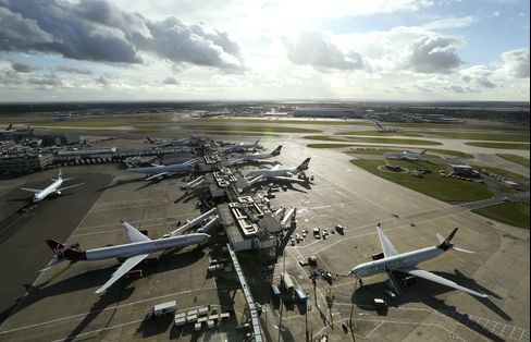 U.K. Airport Study to Weigh Moving Heathrow Over M25 Highway