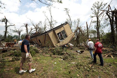 Large Tornado Slams Oklahoma as Storms Threaten Central U.S.