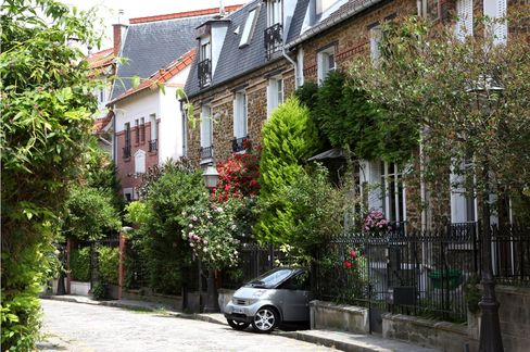Paris Luxury Property Lures Overseas Rich as French Flee Taxes
