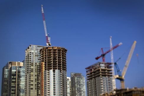 Toronto has more skyscrapers  and high-rises under construction than any North American city - stoking debate on whether the condominium market in Canada's largest city is headed for a U.S.-style correction as prices rise and household borrowing hits a record. Photographer: Brent Lewin/Bloomberg