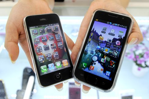 Apple Dislodges Nokia as World's Biggest Smartphone Maker