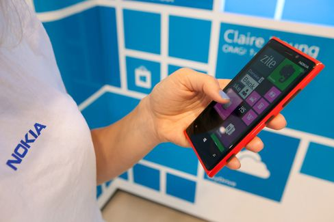 Nokia Cut Further Into Junk by Moody's on Cash-Flow Concern