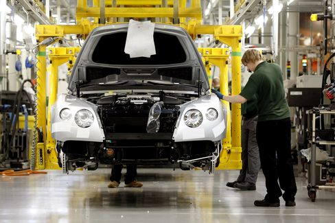 Euro-Area Manufacturing, Services Contract More Than Forecast