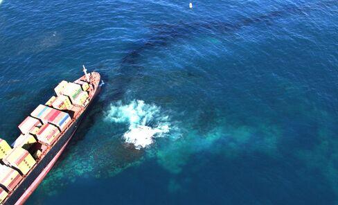 Crew Abandon Stricken Ship Off New Zealand as Spill Worsens