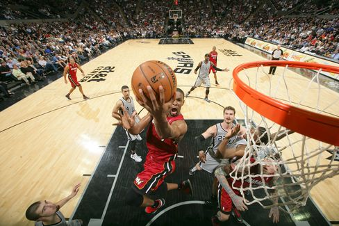 Heat Beat Spurs Without James, Wade as Knicks Win 8th Straight