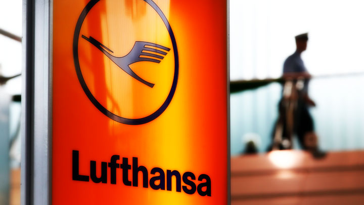 Lufthansa: 2 Authorized Crew Members Must Be in Cockpit