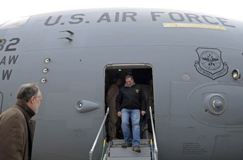 Panetta Arrives in Kabul to Meet Karzai for Talks on Troops
