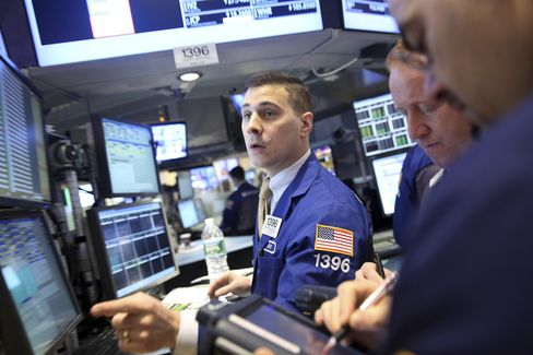 U.S. Stocks Advance Ahead of Debt-Ceiling Vote Amid Earnings