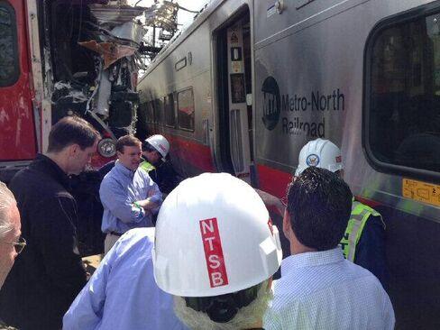 Connecticut Commuter Crash With 700 Passengers Curbs Amtrak