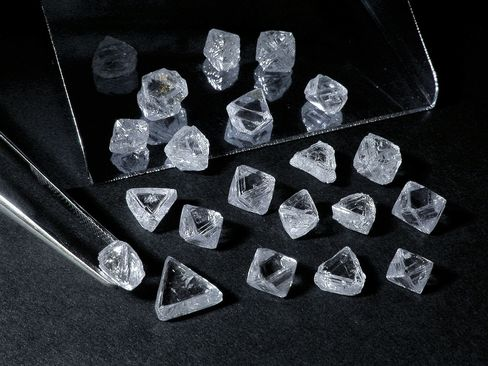 De Beers Studies U.S. After 60-Year Ban in No. 1 Diamond Market
