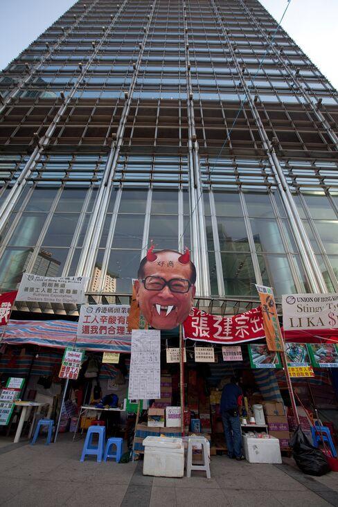 Li Ka-Shing Seen Winning Hong Kong Strike as Ships go Faster
