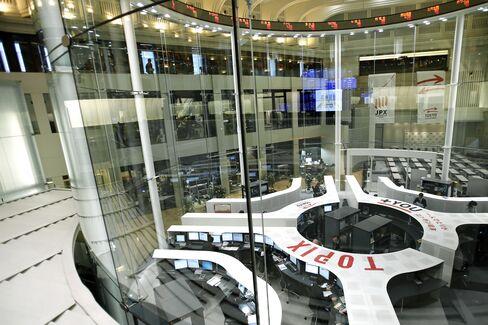 Japan Exchange Boosts Dividend Outlook as Profit Misses Estimate