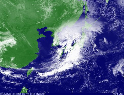 Typhoon-Strength Winds Head for Tokyo