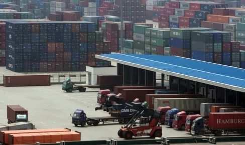 China Export Gains Top Forecasts as Imports Exceed Estimates