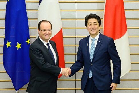 Francois Hollande and Shinzo Abe