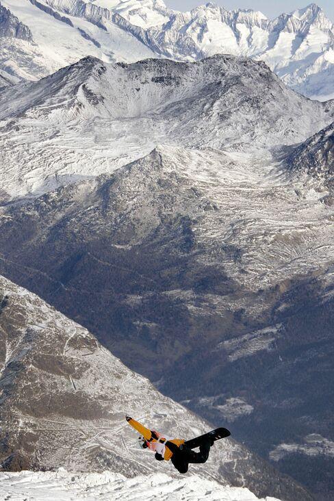 Hedge Fund Millionaire Clashes With Swiss Village on Ski Slopes