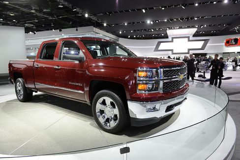 GM Pickups Armed With Chrome Prepare for Showdown in Texas