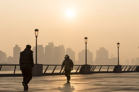 Smog Engulfs Shanghai